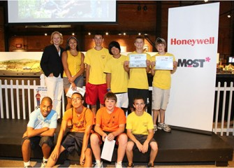 "Honeywell Summer Science Week at the MOST students receive certificates becoming ""MOST Associates"""
