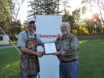 Onondaga County Federation of Sportsmen's Clubs President Stephen Wowelko (right) presents Honeywell Syracuse Program Director John McAuliffe with a plaque during the volunteer dinner.